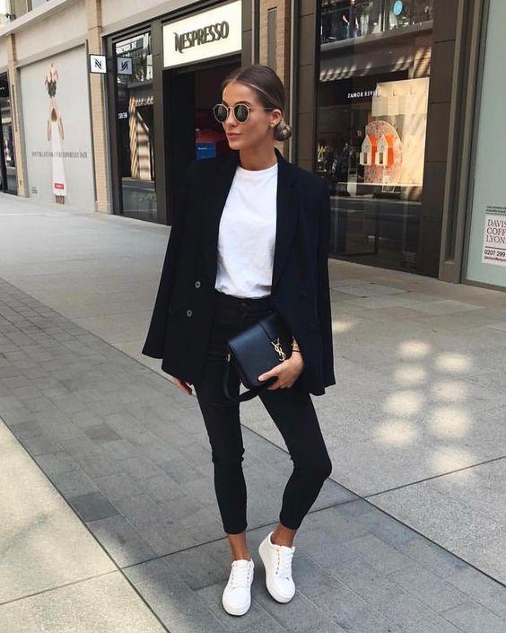 Personalitia - Blazer negra como fondo de armario